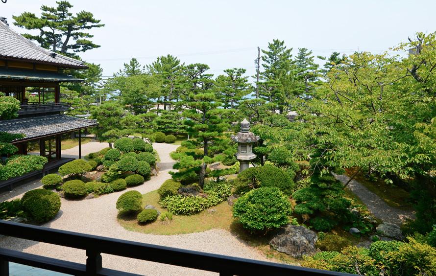 賓日館 二階から庭園